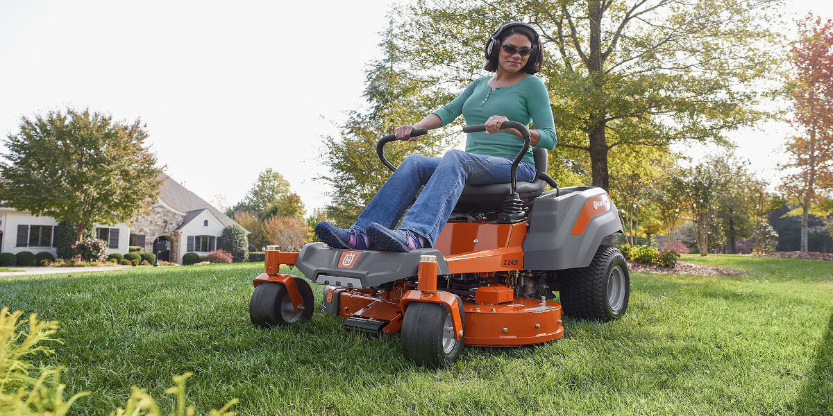 Husqvarna Z248F Review – 48″ Zero Turn Lawn Mower